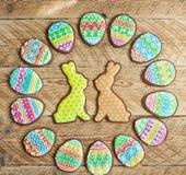 Печенье пряника в форме яичек цвета Стоковые Фотографии RF