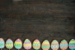 Печенье пряника в форме яичек цвета Стоковые Изображения RF