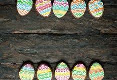 Печенье пряника в форме яичек цвета Стоковые Фото
