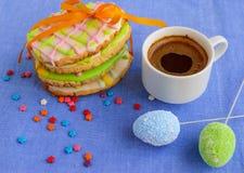 Печенье пряника праздника в форме яичка Стоковые Изображения RF