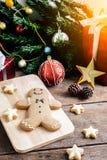 Печенье рождества и Новый Год в форме человека пряника дальше Стоковое Изображение