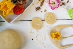 Печенье рождества выпечки Стоковая Фотография RF
