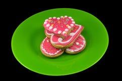 Печенье 3 сердец на плите стоковое изображение