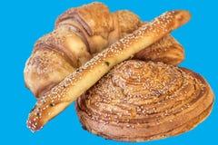 Печенье слойки круассана взбрызнутое при изолированные семена сезама Стоковые Фотографии RF
