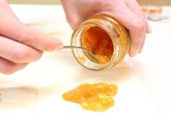 Печенье слойки с вареньем абрикоса для круасантов Стоковое Изображение