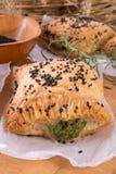 Печенье слойки с завалкой шпината стоковое фото rf