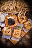 Печенье слойки с завалкой шпината стоковые изображения rf