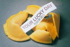 Печенье с предсказанием ваш удачливый день Стоковое Изображение