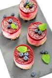 Печенье с mascarpone и вишней стоковая фотография