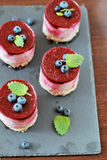 Печенье с mascarpone и вишней стоковые изображения rf