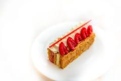 Печенье feuille Mille ванили и поленики испечет на плите фарфора Стоковая Фотография RF