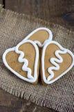 Печенье gingerbread формы 3 сердец на sacking Стоковое Фото