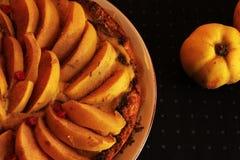 Печенье shortcrust айвы флана с заварным кремом стоковое фото rf