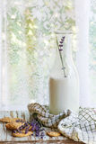 Печенья лаванды с молоком Стоковое Изображение RF