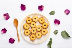 Печенья ананаса на белом блюде Стоковые Фото