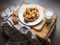Печенья бейгл сыра от короткого печенья свертывают, доят, десерт Стоковое фото RF