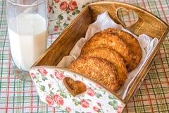 Печенья в корзине стоковые фотографии rf