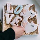 Печенья в коробке на день ` s валентинки Стоковые Фотографии RF