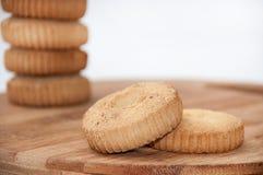 2 печенья в фокусе и пары blured на заднем плане Стоковое фото RF