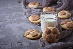 Печенья в форме лапки котов Стоковое Фото