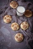 Печенья в форме лапки котов Стоковые Фото