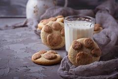 Печенья в форме лапки котов Стоковые Изображения