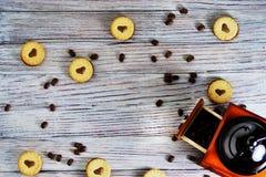 Печенья в форме сердец, на ЛЮБОВ писем печенья концепция подарка для Valentine' день s 14-ого февраля стоковое фото rf