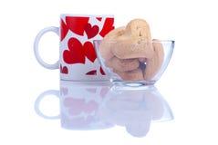 Печенья в форме сердца к дню валентинки на whi Стоковые Фото