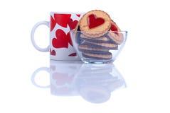 Печенья в форме сердца к дню валентинки на whi Стоковое фото RF