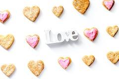Печенья для взгляд сверху предпосылки дня валентинки heartshaped белого Стоковое Фото