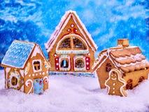 Печенья дома хлеба имбиря рождества и человек пряника для Xmas Стоковые Фото