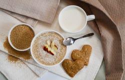 Печенья здорового сезама завтрака сухие в форме сердца Стоковое Изображение RF