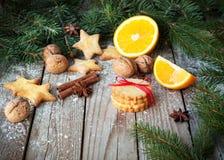 Печенья имбиря на таблице рождества Стоковые Фото
