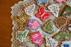 Печенья имбиря рождества на doily Стоковое Изображение RF