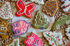 Печенья имбиря рождества на doily Стоковое фото RF