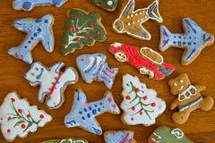 Печенья имбиря рождества на doily Стоковые Изображения