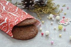 Печенья и ель на таблице Стоковая Фотография RF