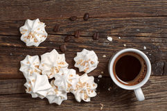 Печенья и кофе меренги Стоковое Изображение RF