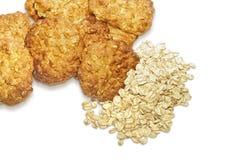 Печенья и овс-хлопья овсяной каши изолированные на белизне Стоковое Изображение RF