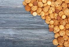 Печенья и печенья на голубой древесине с космосом экземпляра Стоковые Изображения RF