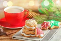 Печенья и чашка кофе вкусного рождества домодельные Стоковая Фотография
