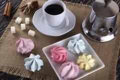 Печенья и чашка кофе меренги Стоковое Фото