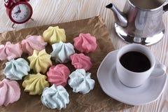 Печенья и чашка кофе меренги Стоковые Фотографии RF