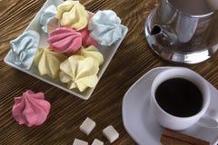 Печенья и чашка кофе меренги Стоковые Изображения