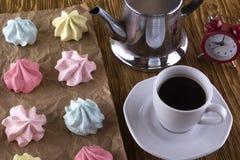Печенья и чашка кофе меренги Стоковое Изображение RF