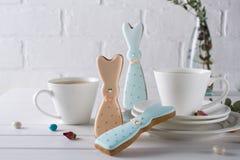 Печенья и чашка чаю зайчика пасхи Сервировка стола завтрака торжества Стоковое Фото