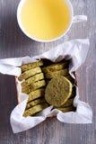 Печенья и чашка чаю зеленого чая Стоковая Фотография RF