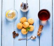 Печенья и чашка чаю кокоса Стоковые Изображения