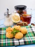 Печенья и чашка чаю кокоса Стоковое Изображение