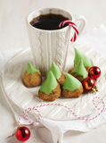 Печенья и чашка чаю миндалины Стоковое Изображение RF